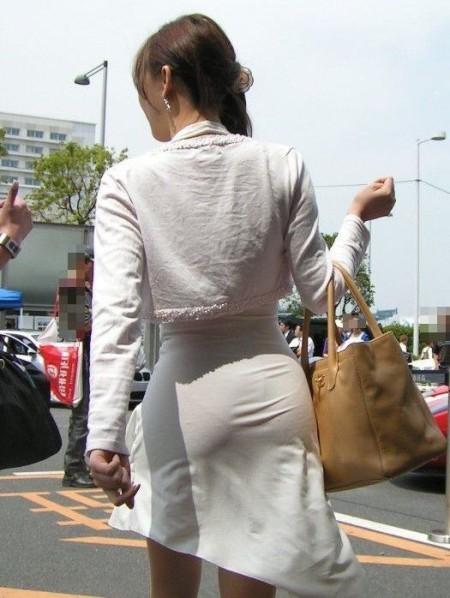 パンツがクッキリ透けてる、透けパン女性 (20)