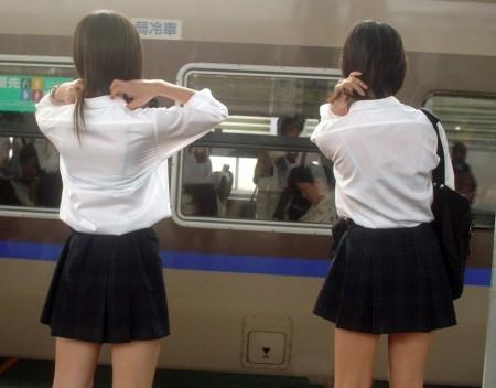 制服の白いブラウスから透けブラしている女子高生 (19)