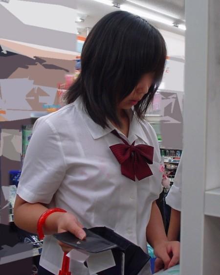 制服の白いブラウスから透けブラしている女子高生 (12)
