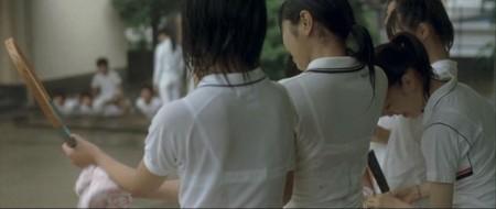 制服の白いブラウスから透けブラしている女子高生 (6)