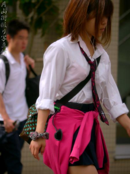 制服の白いブラウスから透けブラしている女子高生 (18)