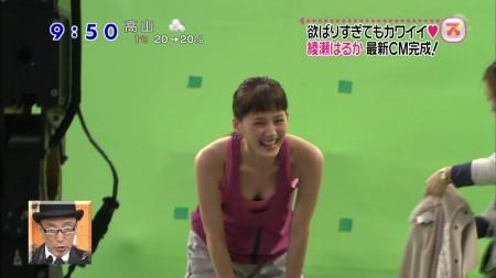 テレビで胸チラ・パンチラしちゃった芸能人 (5)
