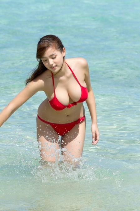 童顔で可愛いのにGカップ巨乳の、篠崎愛 (5)