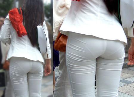 お尻の部分から透けパンしちゃった女性 (7)