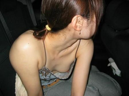 うっかり胸チラしちゃった女性たち (2)