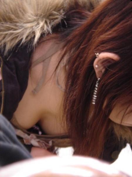 うっかり胸チラしちゃった女性たち (15)
