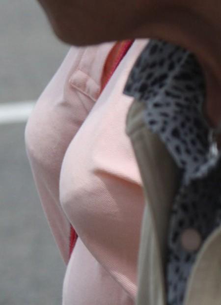 素人女性たちの、着衣巨乳がデカすぎる (9)