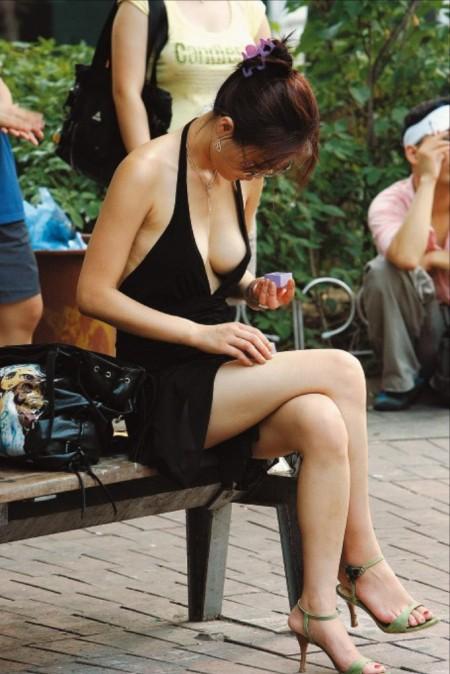 素人女性の胸チラって、魅力的 (17)