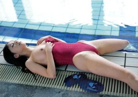 競泳水着って地味だけどセクシー (6)