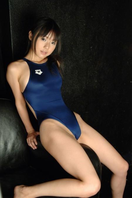 競泳水着もエロく感じちゃう、つぼみ