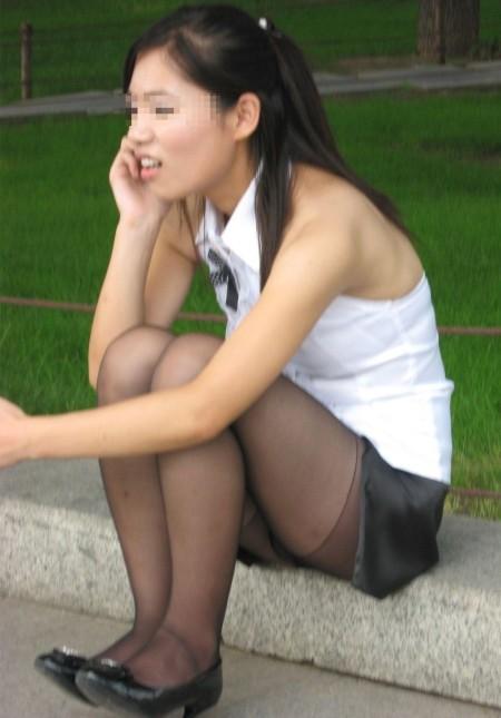 素人女性が、いろんな姿勢でパンチラ (2)