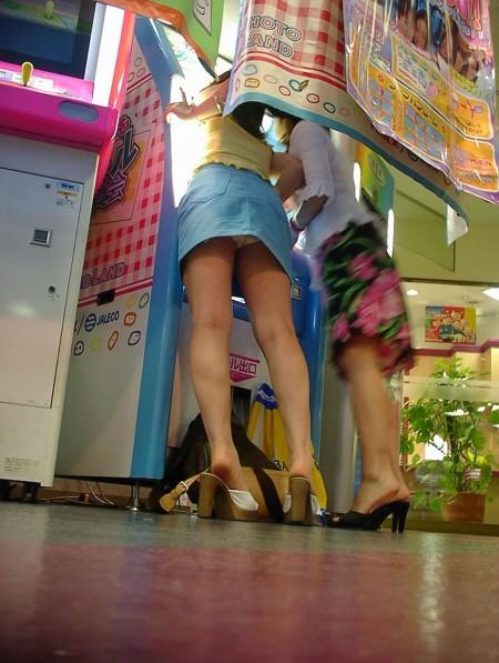 素人女性が、いろんな姿勢でパンチラ (14)