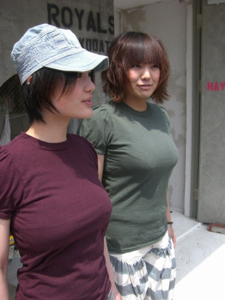 着衣巨乳の素人女性 (18)