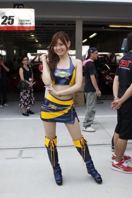 セクシー衣装のキャンギャルたち (2)