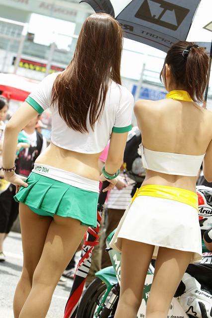 セクシー衣装のキャンギャルたち (11)