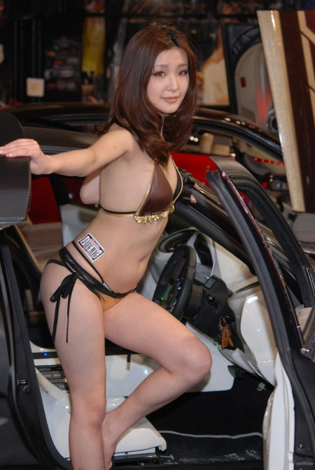 セクシー衣装のキャンギャルたち (14)