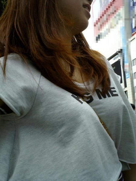 着衣から盛り上がる巨乳 (8)