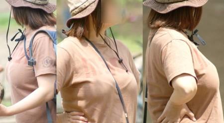 服を着てても分かる巨乳 (7)