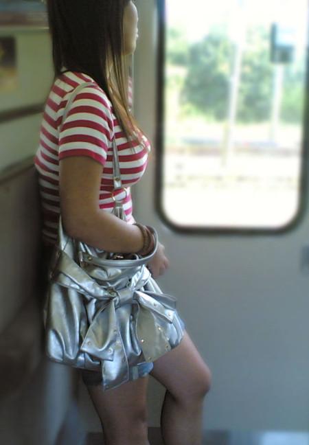 服を着てても分かる巨乳 (8)