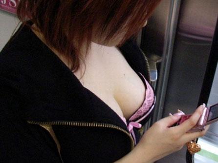 服を着てても分かる巨乳 (15)
