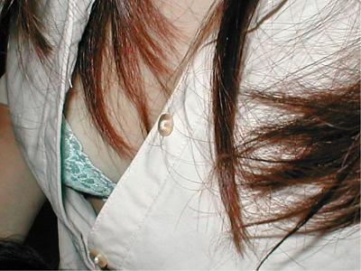 うっかり胸チラしてる女性 (10)