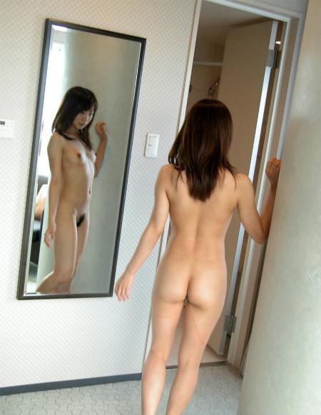 鏡越しのヌード (17)