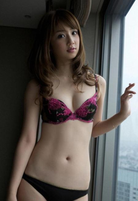 童顔でスレンダーな、小倉優子 (18)