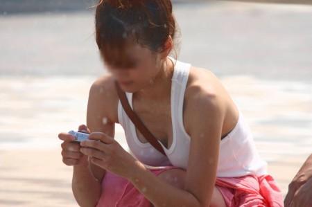 巨乳が強調されるパイスラ女性 (9)