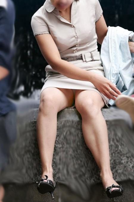 パンチラに気付かない女性たち (10)