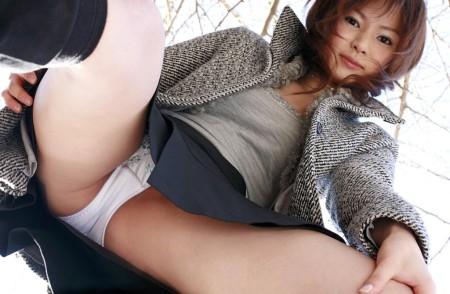 思いっきり開脚する女性 (6)