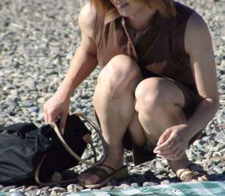 パンチラしている女性たち (3)