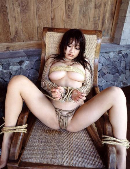 縄で縛られる女性たち (14)