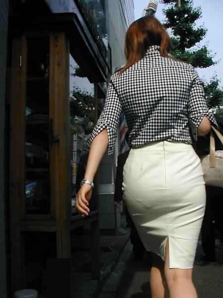 透けパンしてる素人の女性 (6)