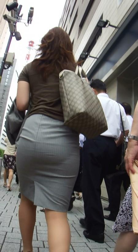 透けパンしてる素人の女性 (2)