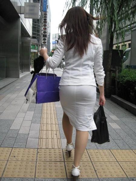 透けパンしてる素人の女性 (10)