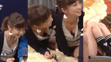 アイドルたちが胸チラ・パンチラ (12)
