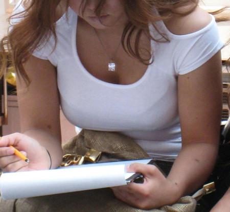 かなりデカい着衣巨乳の素人女性 (7)
