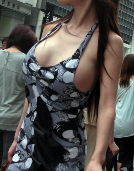 かなりデカい着衣巨乳の素人女性 (1)
