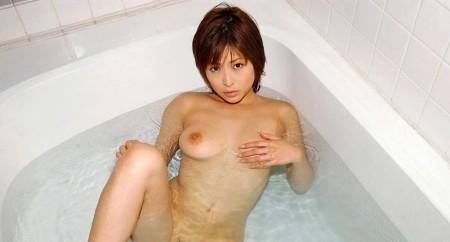 入浴中の女性 (8)