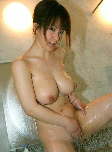 風呂に入る女性たち (3)