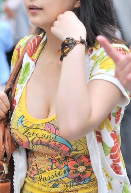 素晴らしい着衣巨乳 (3)