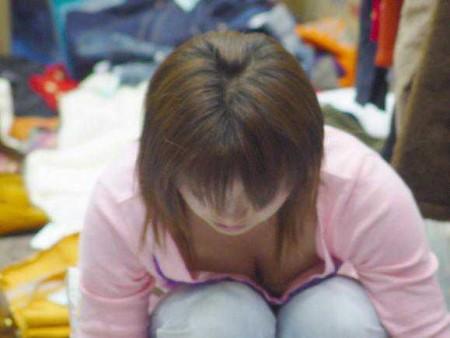 胸チラ娘を発見 (19)