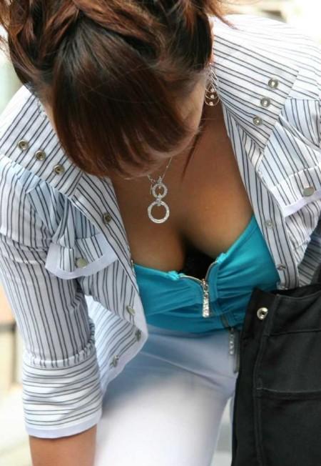 胸チラ娘を発見 (20)