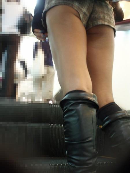 ホットパンツと綺麗な脚 (17)
