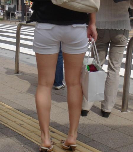 ホットパンツと綺麗な脚 (18)
