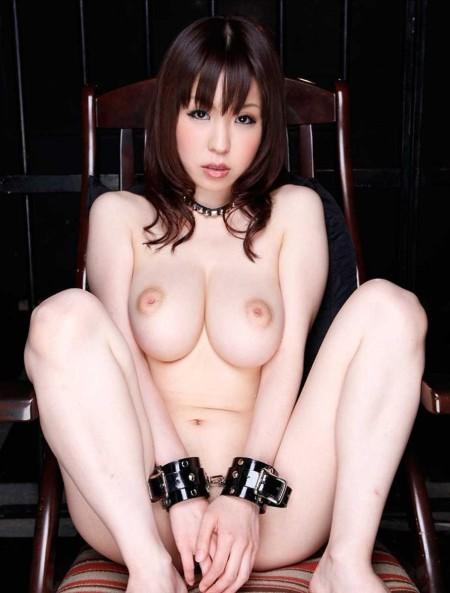 開脚してる女性 (3)