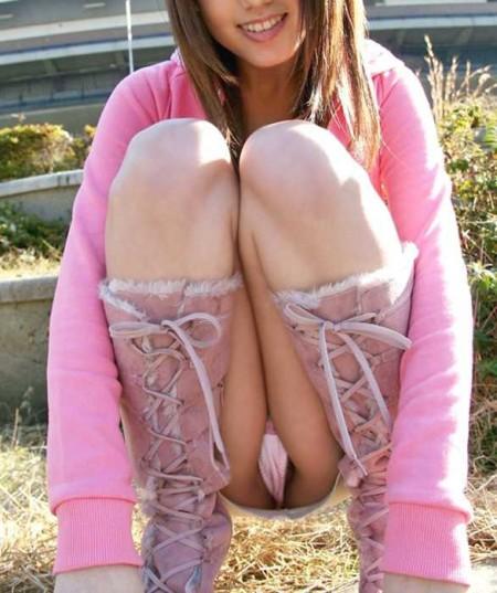 開脚してる女性 (16)