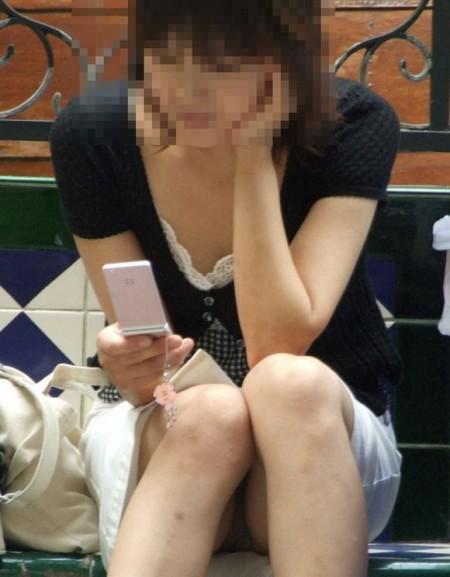 パンチラした素人女性 (4)