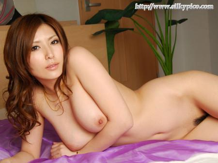 美人で巨乳の、椎名ゆな (2)