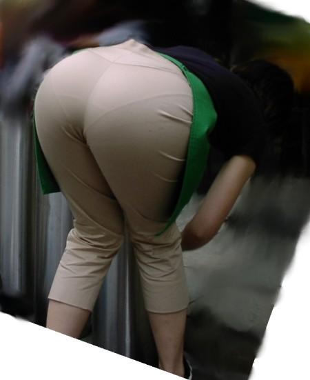 透けパン素人娘 (1)